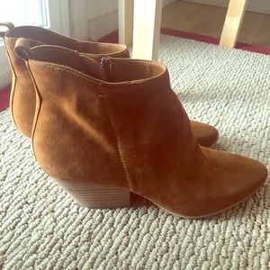 Suede Dolce Vita chestnut booties size 9.5